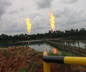 Brennende Gasfackeln in Nigeria