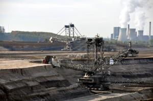 Das Braunkohlekraftwerk Weisweiler und seine Kohlegrube Inden, NRW