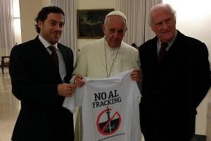 Papst Franziskus bei einem Treffen mit Fernando 'Pino' Solanas im Vatikan, 12.11.2013