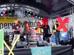 Rednertribüne bei der Energiewende retten-Demo in Hannover. Foto: Ebeling