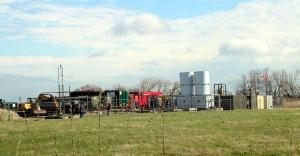 """Betriebsplatz Barth 11 am 8. April 2014: Die Vorbereitung zum """"Stimulation"""" genannten Fracking ist in vollem Gange"""