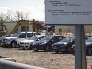 Celle, Salzwedel, Emsland, Düren... die meisten PKWs auf dem Platz haben auswärtige Kennzeichen