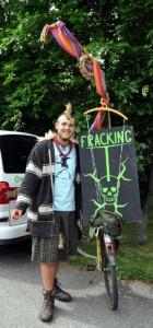 """""""Fracking tötet"""" -- Demonstranten kamen aus Saal und aus anderen betroffenen Regionen in ganz Nord- und Mitteldeutschland"""