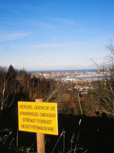 Bei Frederikshavn, DK: Absturzgefahr! Markierten Bereich nicht verlassen!