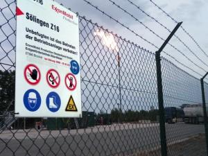 Do, 28. August 2014, 19:08:04: Brennende Fackel an der Erdgasbohrung Söhlingen Z16