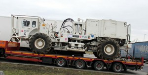 Seismisches Fahrzeug auf einem Tieflader (Quelle: wikimedia)