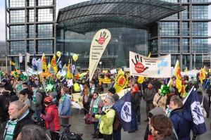 Immer mehr Menschen stehen gegen Fracking auf, wie hier auf der Energiewende-retten-Demo in Berlin vor einem Jahr.