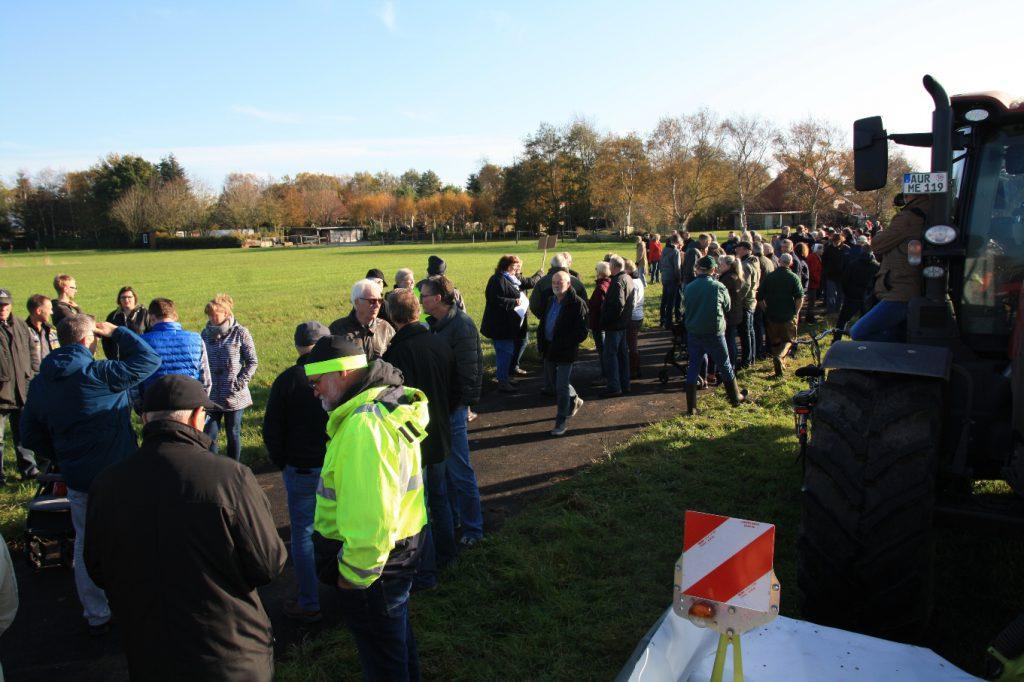 Bürgerprotest vor Erdgasförderstelle in Engerhafe